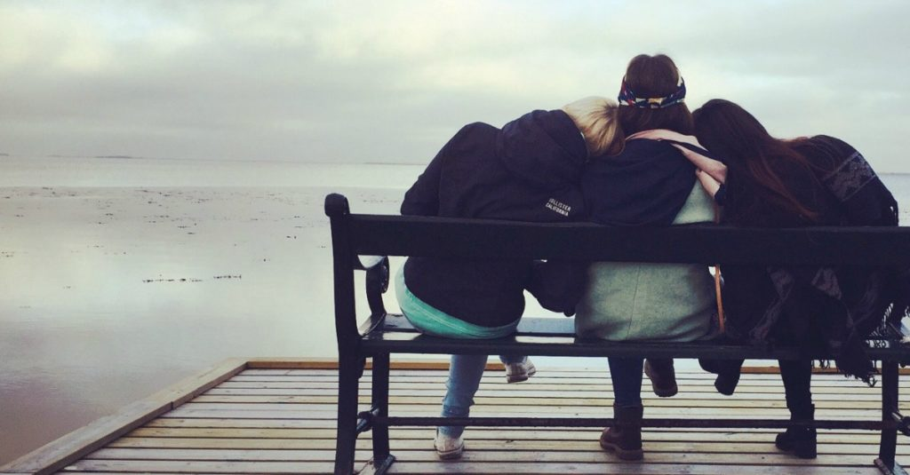6 Clever Ways to Make Time For Friends (Your Health Depends On It!)