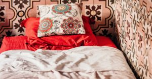 Are You an Introvert Houseguest? 6 Crucial Secrets For a More Enjoyable Visit